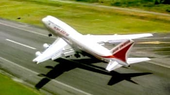 Videos : एयर इंडिया के कई पायलट छुट्टी पर, उड़ानों पर असर