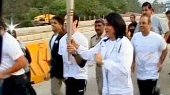 Video : Mumbai Marathon kicks off