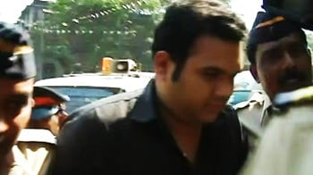 Videos : परेरा ने मुंबई कोर्ट में किया सरेंडर