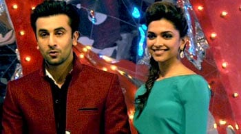 Video : Deepika-Ranbir together on stage, Neetu upset