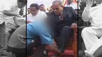 Video : Child made to tie minister's shoelaces in Madhya Pradesh