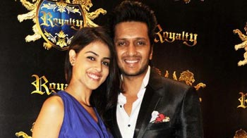 Video : B-town blesses Riteish-Genelia