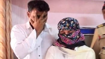 Videos : जिस्मफरोशी के आरोप में तमिल अभिनेत्री गिरफ्तार