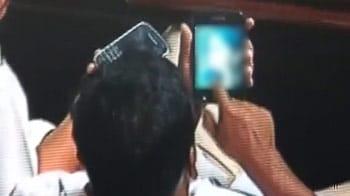 Videos : अश्लील वीडियो देखने वाले मंत्री बाहर