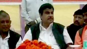 Video : Another mishap: Gadkari's chopper rips apart tent at rally in Bhadohi
