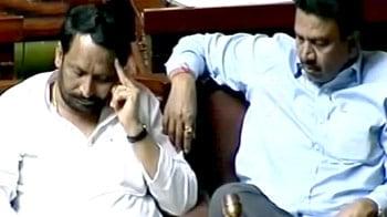 Videos : पोर्न वीडियो : आरोपी पूर्व मंत्री ने इलाके की बिजली कटवाई
