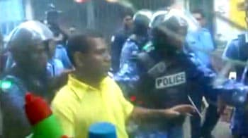 Video : Supporters surround Maldives ex-president's house after arrest order
