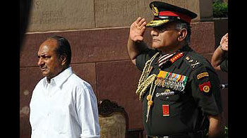 Video : Army chief drops case against Govt, reports he may quit (10.Feb.2012)
