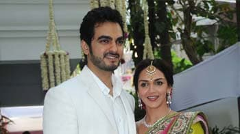 Videos : ईशा ने की भरत से सगाई