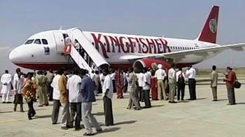 Video : Kingfisher passengers continue to suffer; 16 flights cancelled from Mumbai