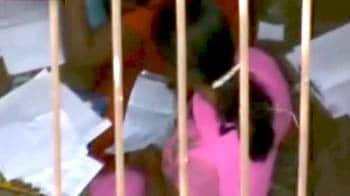 Videos : नकल में भी लड़कियां पीछे नहीं