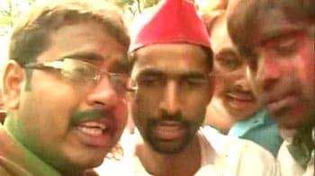 Video : Samajwadi Party workers celebrate, praise Akhilesh