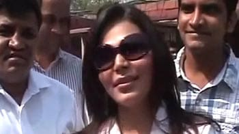 Video : Rakhi Sawant visits Parliament with advice for Pranab and Ramdev