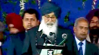 Video : Parkash Badal takes oath as Punjab Chief Minister