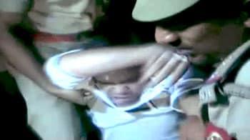 Video : पीसीएस अधिकारी को पुलिस ने जबरदस्ती उठाया