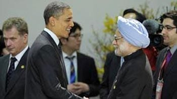 Video : Barack Obama greets Manmohan Singh with hug at Seoul meet