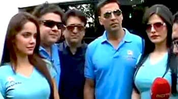 Video : <i>Housefull 2 </i> cast's surprise visit to fan's house