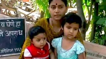 Video : मां की लाश के पास मिले दो मासूम