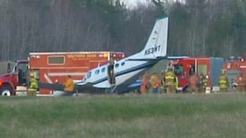 Video : 80-year-old woman lands plane after pilot collapses