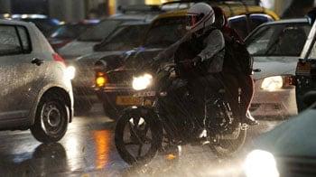 Video : Traffic jams in Delhi after massive storm