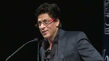 Video : शाहरुख को न्यूयॉर्क एयरपोर्ट पर 2 घंटे तक रोका