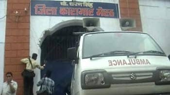 Video : Inmates, prison authorities clash in Meerut jail