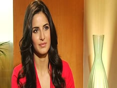 Katrina Kaif tells you why BlackBerry Curve 9220 is a great buy