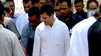 Video : Rahul visits drought-hit Maharashtra district
