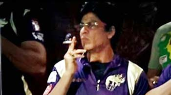 Video : SRK served notice for smoking in public during IPL match