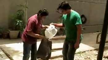 Video : Cleaning initiative by NDTV surfer