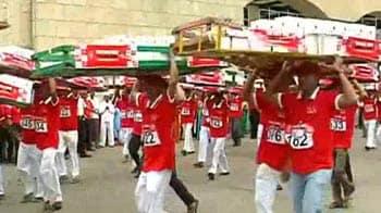 Video : Mumbai's dabbawallas celebrate their profession, march 4.5 km