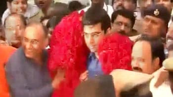 Video : Chennai gives Viswanathan Anand a hero's welcome