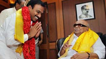 Video : Happy to see younger brother Raja, says Karunanidhi