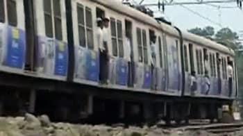 Video : मुंबई लोकल ट्रेनों में टक्कर, 10 घायल