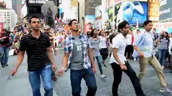 Video : Flashmob does the <i>Dhinka Chika</i> in Times Square