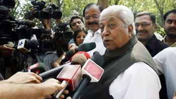 Video : Narendra Modi opponent, Keshubhai, to lobby party leaders in Delhi