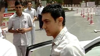 Video : Aamir Khan arrives in Parliament to discuss medical issues
