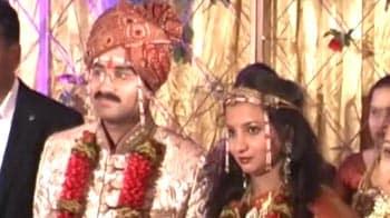 Video : Gadkari's younger son Sarang weds in low-key affair