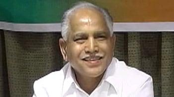Videos : येदियुरप्पा समर्थक 10 मंत्रियों ने दिया इस्तीफ़ा