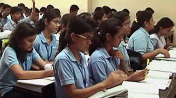 Video : Heat wave effect: Delhi schools extend summer vacation