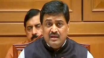 Video : Ashok Chavan refuses to answer questions on Adarsh Society membership