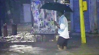 Videos : मुंबई में तेज बारिश ने रोकी रफ्तार