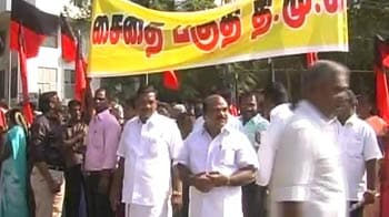 Video : DMK protest: Kanimozhi courts arrest, 50,000 party cadres to follow