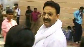 Videos : जेल में बंद विधायक भी दिखे प्रणब के लंच में