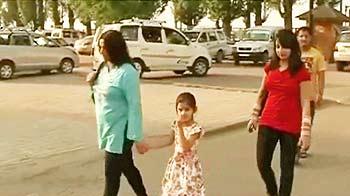 Video : कश्मीर में छोटे कपड़े न पहनें सैलानी : जमात-ए-इस्लामी