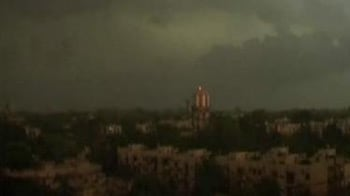 Video : Pre-monsoon showers bring relief to Delhi