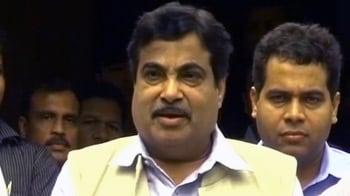 Videos : गडकरी ने किया गौड़ा के इस्तीफे का ऐलान