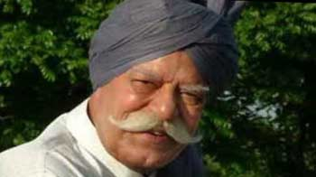 Veteran actor Dara Singh is critical, says son Vindu