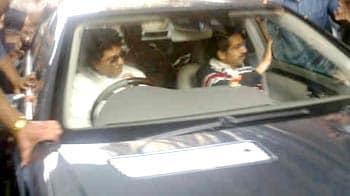 Video : Thackeray Thaw. Raj drives Uddhav home, meets uncle Bal too