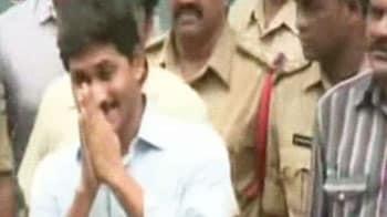 Video : Jagan leaves jail to vote in presidential poll